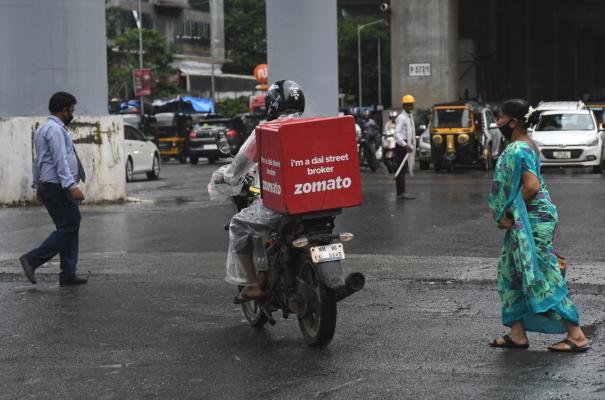 Der Lebensmittellieferdienst Zomato steigt bei seinem Debüt in Indien um 65%