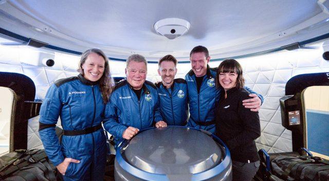 William Shatner reitet Blue Origin Rocket ins All und zurück0 (0)